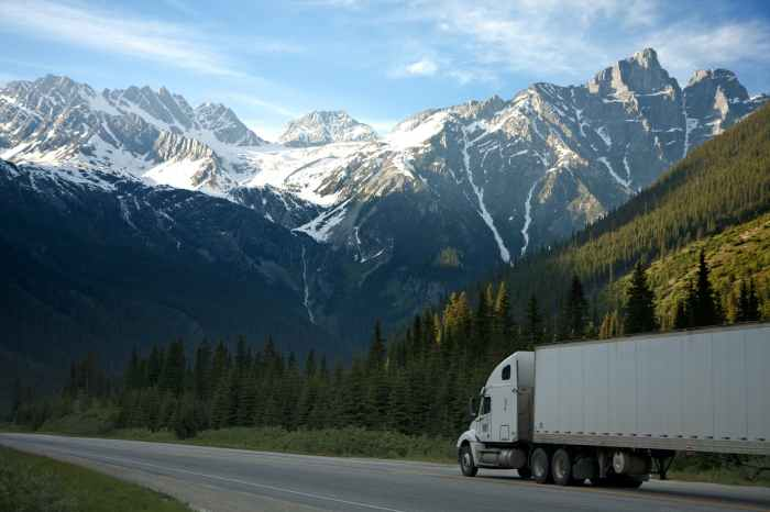 Ολική καταστροφή φορτηγού σε τροχαίο και αποζημίωση